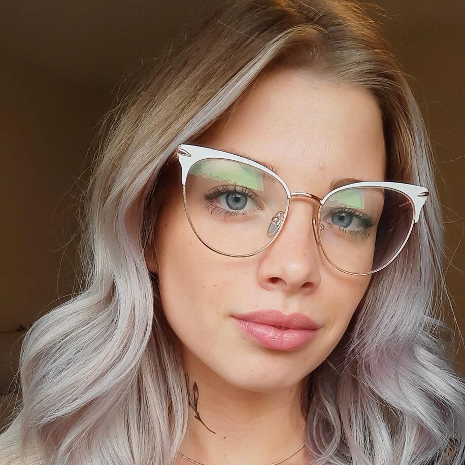 Stylist Adrianna